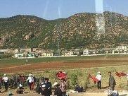 中国小伙到朝鲜旅游,被朝鲜百姓干活场景惊住了