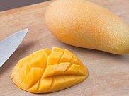 吃了几十年的芒果,才知道最完美的打开方法!可别再用手剥皮了