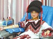 彝族女孩南充无偿献血 庆祝18岁生日