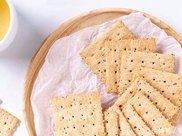 烤盘高纤苏打饼干,大人小孩都爱吃的小零食,制作起来十分简单!