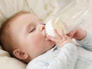 宝宝的奶粉,喝一种好,还是换着喝好?答案可能和你想的不一样
