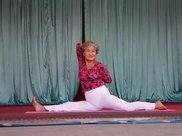75岁老奶奶练瑜伽重塑女儿身,年龄,从来不是拒绝瑜伽的理由