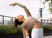 瑜伽运动很适合, 那些追求美丽和健康的女士, 这是一项优雅的运动