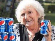 65年只喝可乐不喝水, 人会变成什么样? 英国老妇告诉你答案