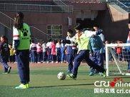 中国加大儿童青少年近视防控力度 正采取更多措施促进中小学生健康