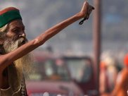 印度90岁瑜伽大师称自己绝食77年,被人装了监控之后真相大白