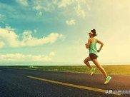 经常跑步导致小腿变粗?快来学习一下这3个拉伸动作吧