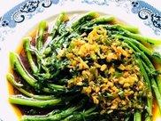 过年大鱼大肉吃腻了,那就吃茼蒿开胃菜吧,又香又脆还解腻
