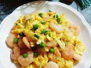 虾仁炒鸡蛋,掌握这3个技巧,鲜嫩又下饭,助孩子吃长个子