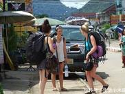 为何老外出游都爱背旅行包,而国人则偏爱行李箱?看完秒懂
