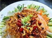 夏季最好吃的减肥开胃菜——肉丝拉皮,色泽鲜艳,营养美味