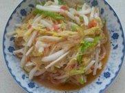 白菜炒粉条,虽是素菜,但仍是鲜香味美的下饭菜