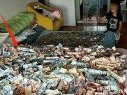 女子购买二手床,打扫卫生却搬不动挪开床垫被惊呆!