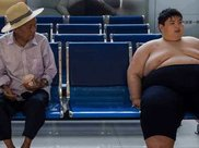 14岁男孩子体重300斤,曾经减到过136斤,但后来升到300斤