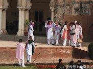中国小伙到巴基斯坦旅游,为什么当地美女冲他直摇头?