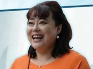 49岁李菁菁近照,减肥后认不出,开豪车与小15岁男友结婚