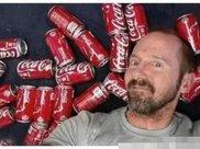 一个美国男子,在一个月内喝900听可乐,现在的肚子长成这样!