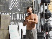 科林·法瑞尔现身健身房!莫西干发型+大肚腩,43岁大叔要逆袭啦
