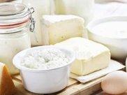 """睡前喝牛奶,容易变成""""毒牛奶"""",还会长胖?教你如果安全喝牛奶"""