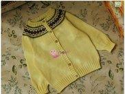 棒针编织漂亮的婴儿提花圆肩开衫,附教程织法