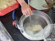 兰州拉面在越南火了,才7元一碗,看到碗里的肉,网友不淡定了!