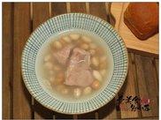 新鲜带壳的花生上市了,用来熬汤正好