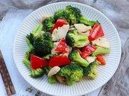减肥菜谱:西蓝花炒鸡肉