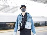 关晓彤也有疯狂的时候,瘦身衣外穿惹争议,网友:鹿晗有福了!
