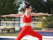 臂粗壮形象不好?练习四招瑜伽体式,不再尴尬手臂粗壮