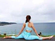 瑜伽式坐姿,让照片更具有灵动性,打造文艺唯美意境