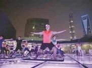"""屋顶瑜伽运动""""点缀""""浦东夜色 焕发城市""""夜活力""""-区域频道-东方网"""