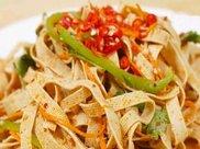 凉拌豆腐皮的家常做法,单易做,一看就会,夏日必备小凉菜!