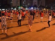 """跳""""广场舞""""好处多,很多人都喜欢跳,容易伤害身体,早知早受益"""