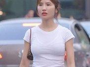 白色紧身衣配瑜伽裤, 身材完美的呈现