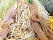 外表清瘦日本小伙自称大胃王,18分钟吃完10斤拉面,老板无奈免单!