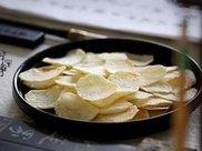 一个土豆做一盘薯片,不用油炸再也不担心发胖了