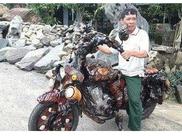 男子用老树造了一辆摩托车,被村里人集体嘲笑,第二天众人很羡慕