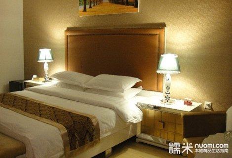 高级商务大床房套餐 星级宾馆的装修标准,设施齐全,干净卫