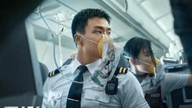 《<b>中国机长</b>》张涵予袁泉演绎真实空难,盘点观...