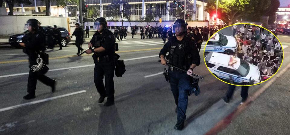 两辆一起!实拍纽约警车冲撞示威人群后顶人前行