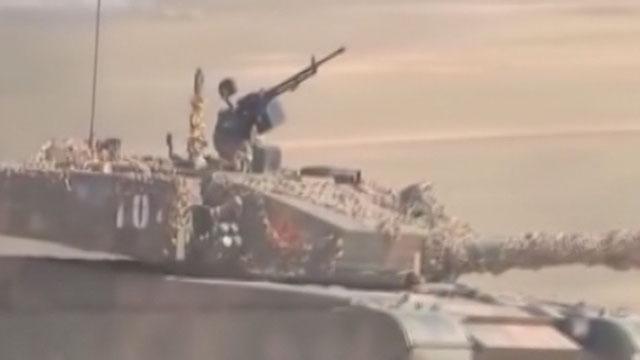 《军情解码》20150921 中国最新型坦克亮相引关注
