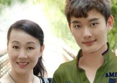 苏明成的岳母和朱莉,这两个演员是不是母女俩?