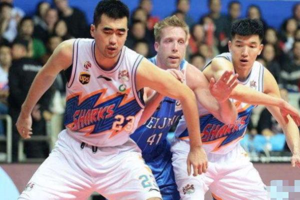 CBA是中国的篮球比赛,为什么球衣上没多少中文图3