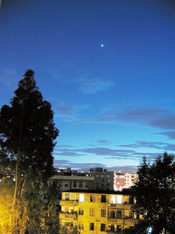 晚上天空中最亮的星星是什么星