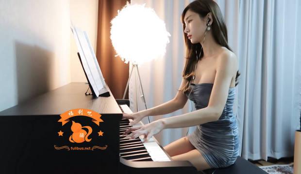 韩国弹钢琴的漂亮小姐姐,更新新作品,网纹胸贴拇指琴