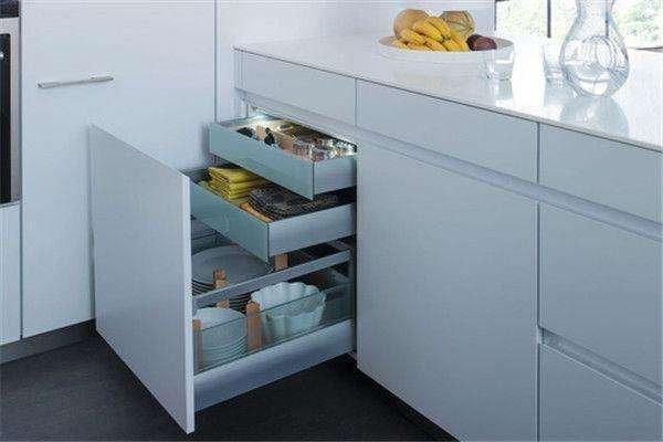 厨房很多比较小,家电如何收纳才放得下微波炉等电器?