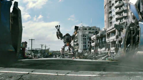 《环太平洋2》拳击手片段 机甲中的萌面担当