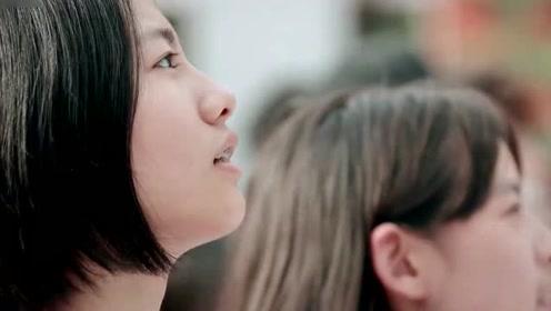 《少年说》男孩一首《追光者》,瞬间圈粉了全校的女学生