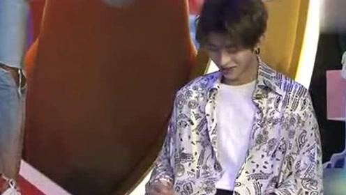 偶像练习生:陈立农说出他心中的男神是蔡徐坤,坤坤瞬间害羞