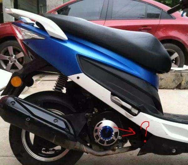 请问女装摩托车的这个部位叫什么名称